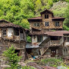 Село Пирин, Къщата на Пиринския Змей, Област Благоевград - Снимки от България, Курорти, Туристически Дестинации